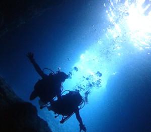 神秘的な青の光に癒される『青の洞窟』体験ダイビングツアー